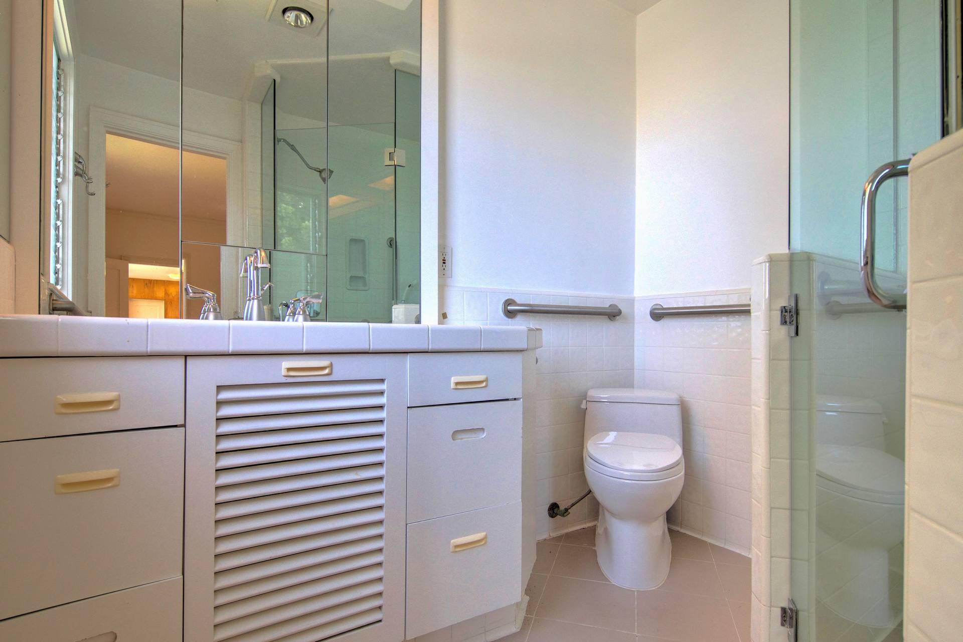17Master Bathroom-16