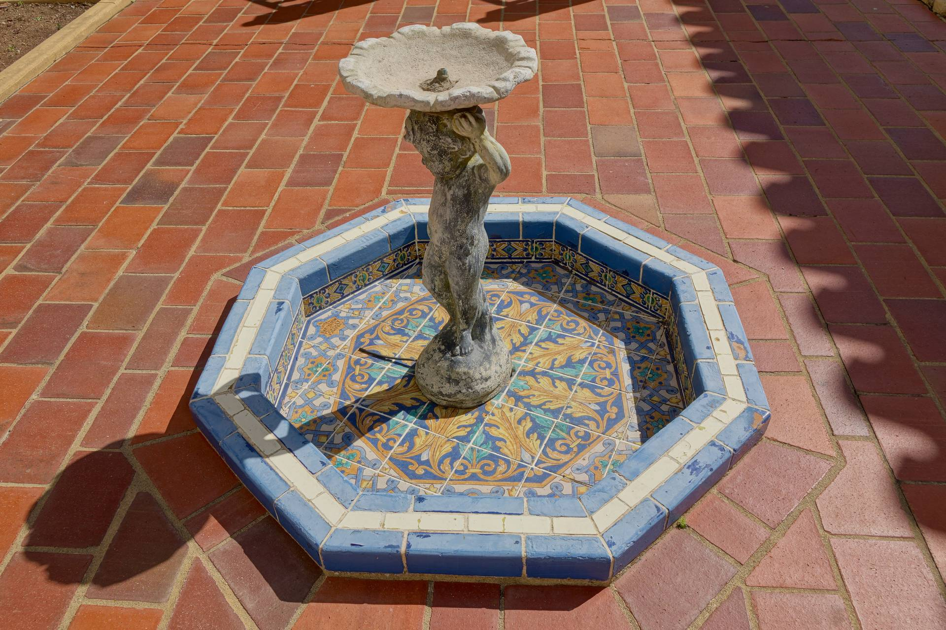 29 Fountain-28